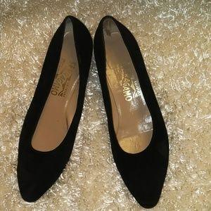 Vintage FERRAGAMO BLACK SUEDE heels..SIZE 10